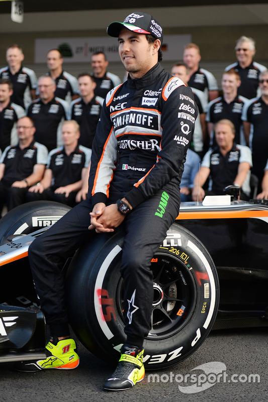 Sergio Perez, Sahara Force India F1 lors d'une photo d'équipe