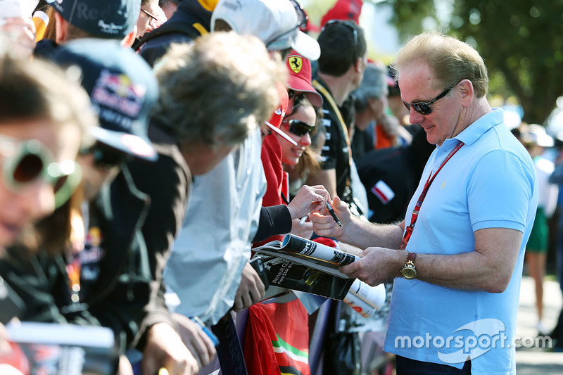 Jonathan Palmer signs autographs for the fans