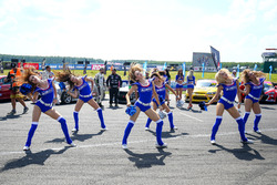 Чирлидеры Aimol на параде пилотов
