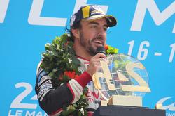 Podium : vainqueur Fernando Alonso, Toyota Gazoo Racing