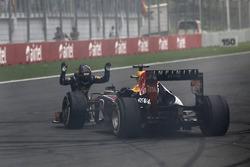 Sebastian Vettel, Red Bull Racing, se rinde ante su coche