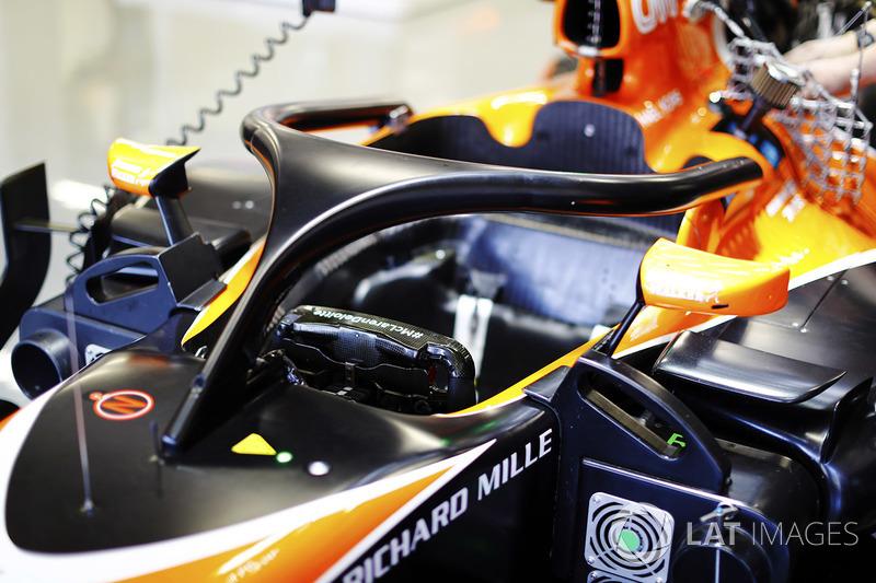 El dispositivo de halo se incorpora a la cabina de un McLaren MCL32