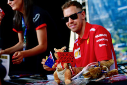 Sebastian Vettel, Ferrari and sign for 200th GP