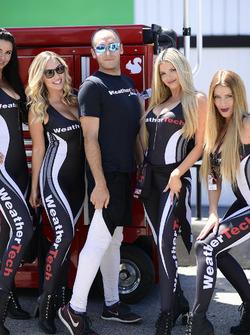#63 Scuderia Corsa Ferrari 488 GT3, GTD: Jeff Segal WeatherTech grid kızları