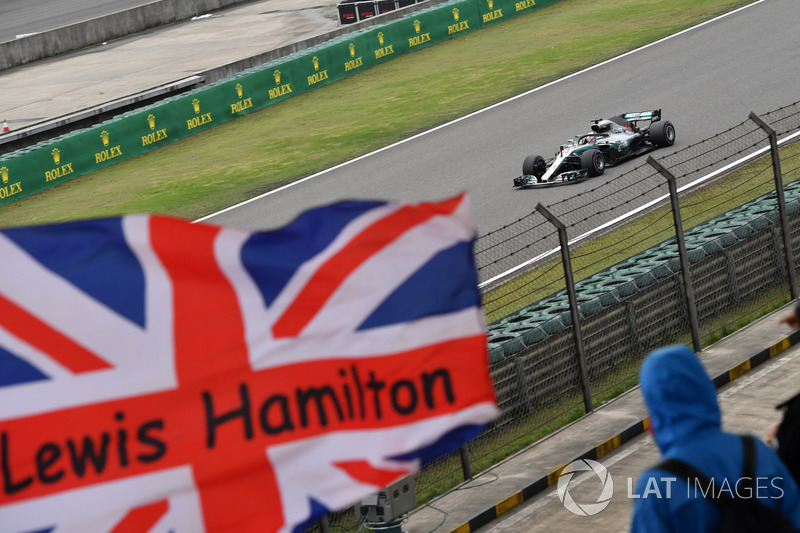 Lewis Hamilton, Mercedes-AMG F1 W09 EQ Power and Union flag