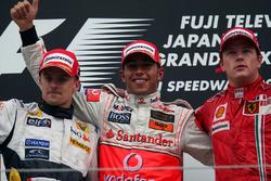 Podio: segundo lugar Heikki Kovalainen, Renault, ganador de la carrera Lewis Hamilton, McLaren y tercer lugar Kimi Raikkonen, Ferrari