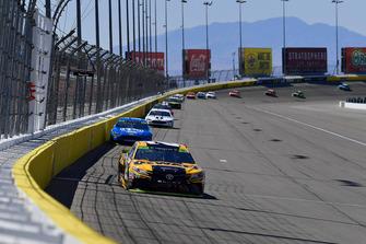 Erik Jones, Joe Gibbs Racing, Toyota Camry DeWalt, Ryan Blaney, Team Penske, Ford Fusion PPG