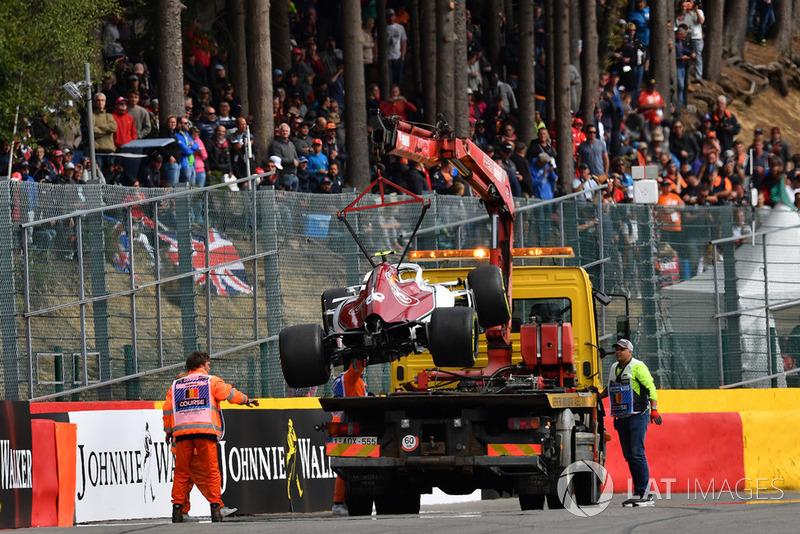 Elm coche de Charles Leclerc, Sauber C37 removido