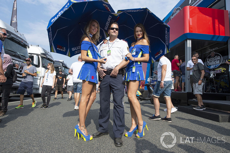 Girls, Policeman