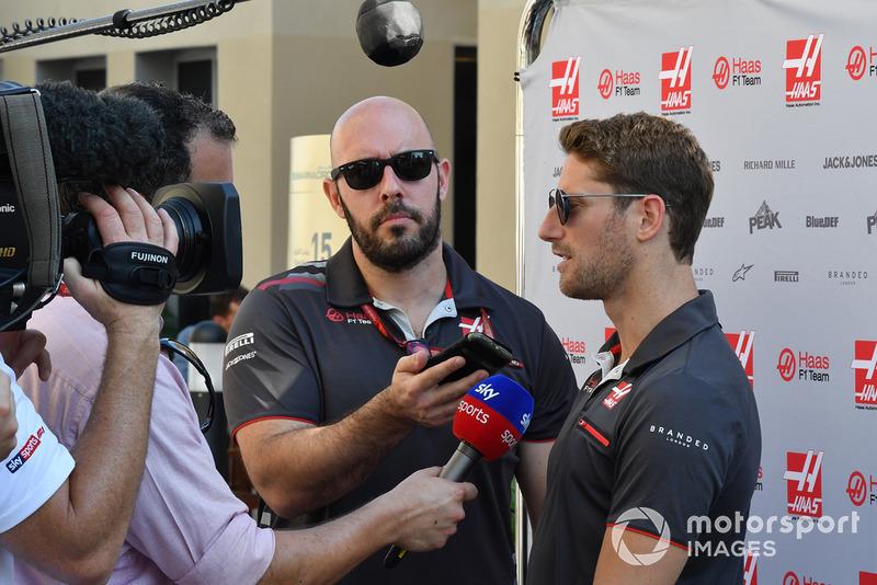 Romain Grosjean, Haas F1 Team parla con Ted Kravitz, Sky TV