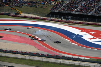 Lance Stroll, Williams FW41 and Fernando Alonso, McLaren MCL33 clash on lap one