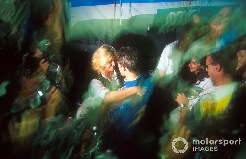 Корінна Шумахер вітає свого чоловіка Міхаеля