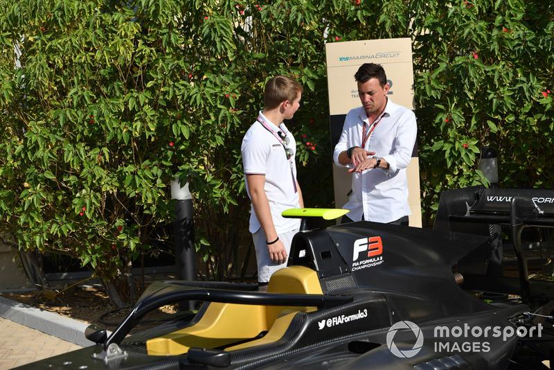 Біллі Монгер, Вілл Бакстон, FOM, дивляться на нову машину F3 GP3