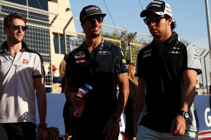 Sergio Perez, Sahara Force India F1, Daniel Ricciardo, Red Bull Racing und Romain Grosjean, Haas F1 Team