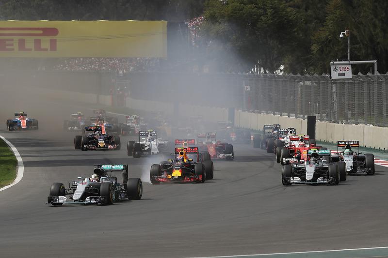 Lewis Hamilton, Mercedes AMG F1 W07 Hybrid; Max Verstappen, Red Bull Racing RB12; Nico Rosberg, Mercedes AMG F1 W07 Hybrid