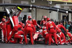 Sebastian Vettel, Ferrari SF16-H, pit stop