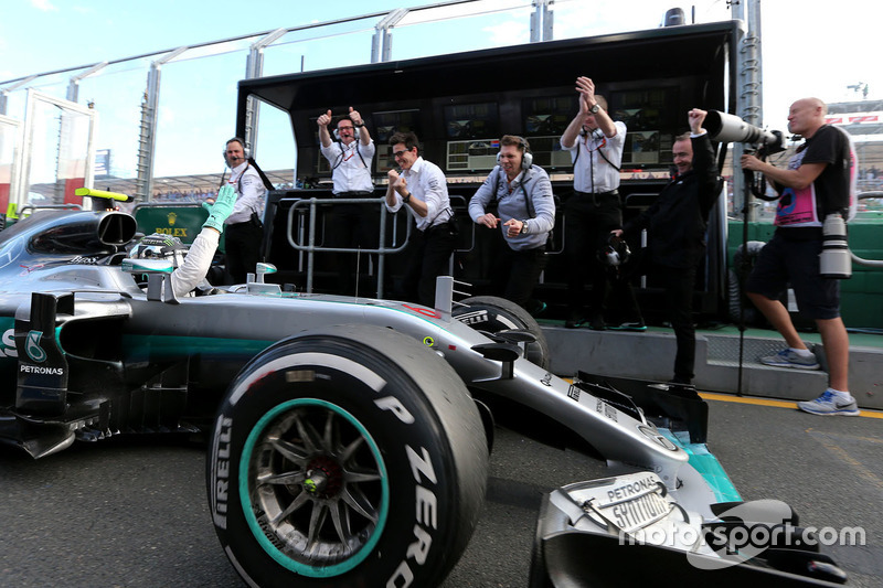 Winner Nico Rosberg, Mercedes AMG F1 Team W07 in the pitlane