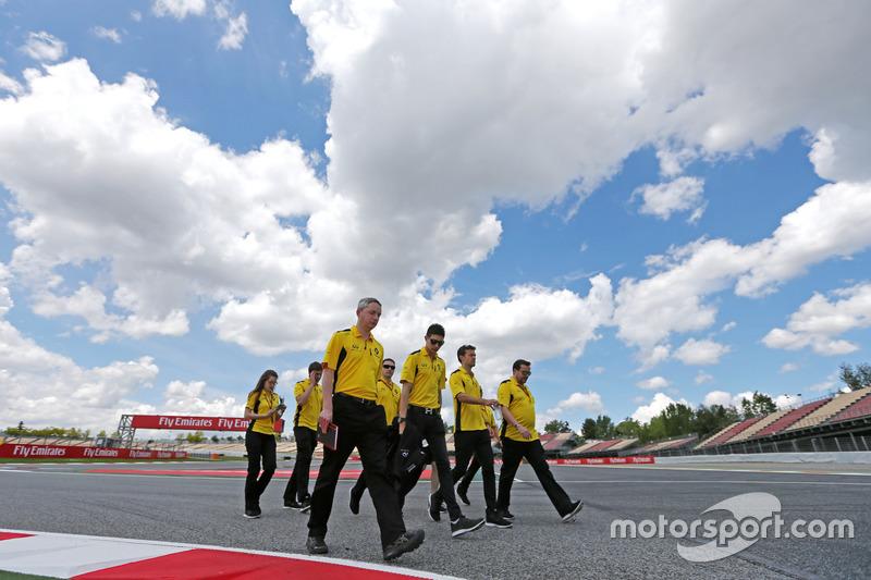 Esteban Ocon, Third Driver, Renault Sport F1 Team, Testfahrer, mit Jolyon Palmer, Renault Sport F1 T