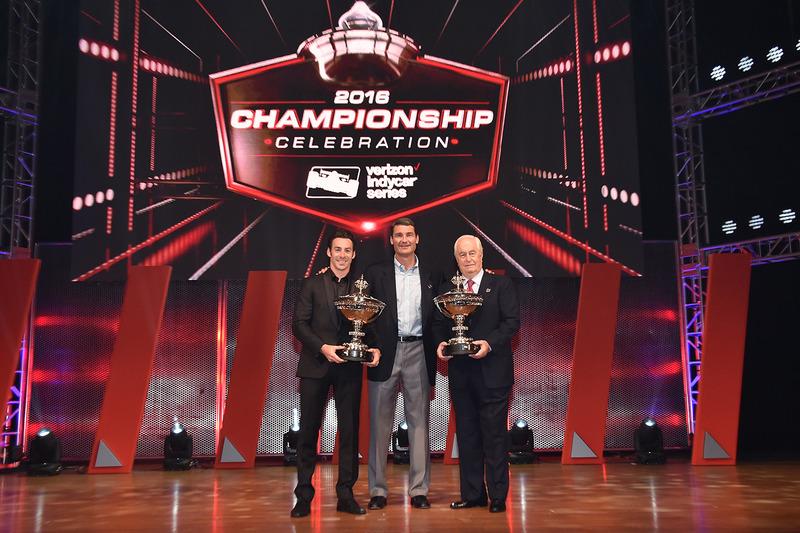 بطل العالم سيمون باجينو،  بينسكي وروجر بنسكي وتيم كندريك