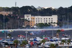 "Crash: ""Big One"" mit Daniel Suarez, Joe Gibbs Racing, Toyota"