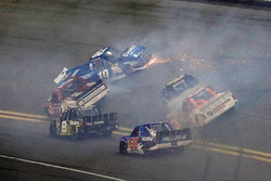 "Crash: ""Big One"" mit Austin Cindric, Brad Keselowski Racing, Ford"