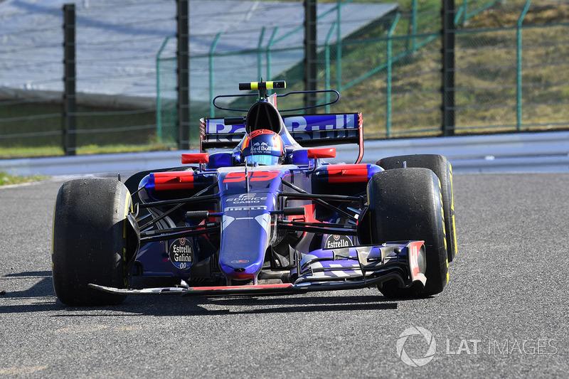 Carlos Sainz Jr., Scuderia Toro Rosso STR12 retires from the race