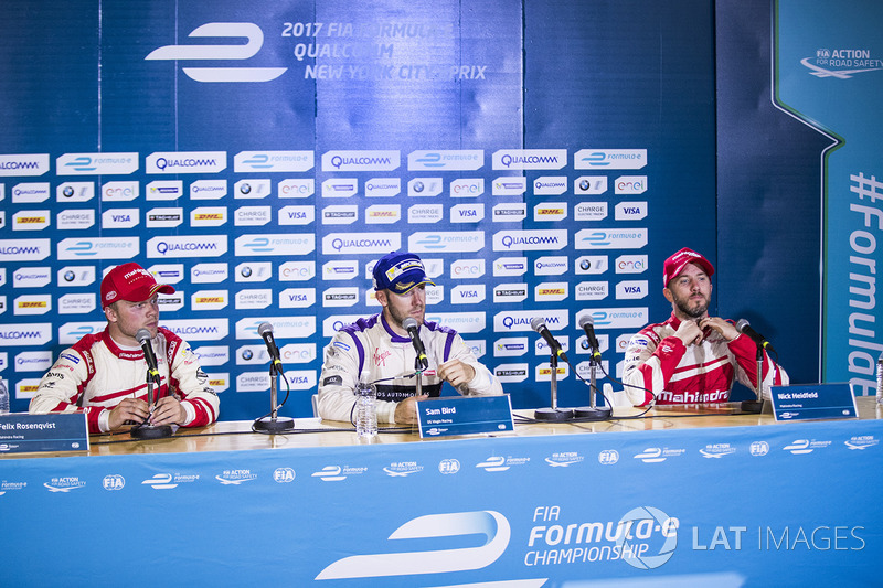 Ganador de la carrera Sam Bird, DS Virgin Racing, Felix Rosenqvist, Mahindra Racing, y Nick Heidfeld, Mahindra Racing en la conferencia de prensa
