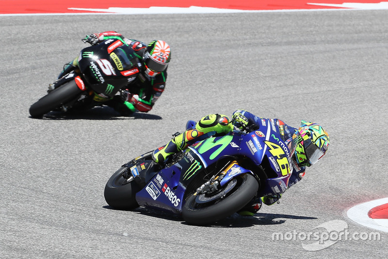 Valentino Rossi berduel dengan Johann Zarco