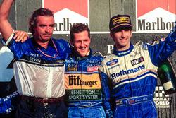 Podyum: Yarış galibi ve Dünya Şampiyonu Michael Schumacher, Benetton ve Flavio Briatore, 3. sıra Damon Hill