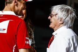 Гонщик Ferrari Себастьян Феттель и почетный председатель FOM Берни Экклстоун