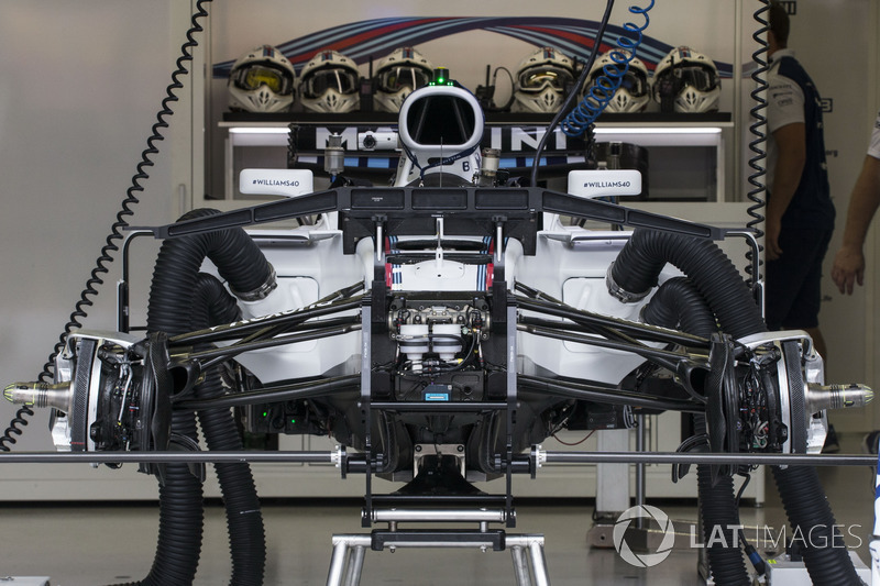 Williams FW40 fron suspension
