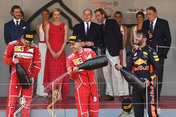 Il vincitore della gara Sebastian Vettel, Ferrari, il secondo classificato Kimi Raikkonen, Ferrari, il terzo classificato Daniel Ricciardo, Red Bull Racing