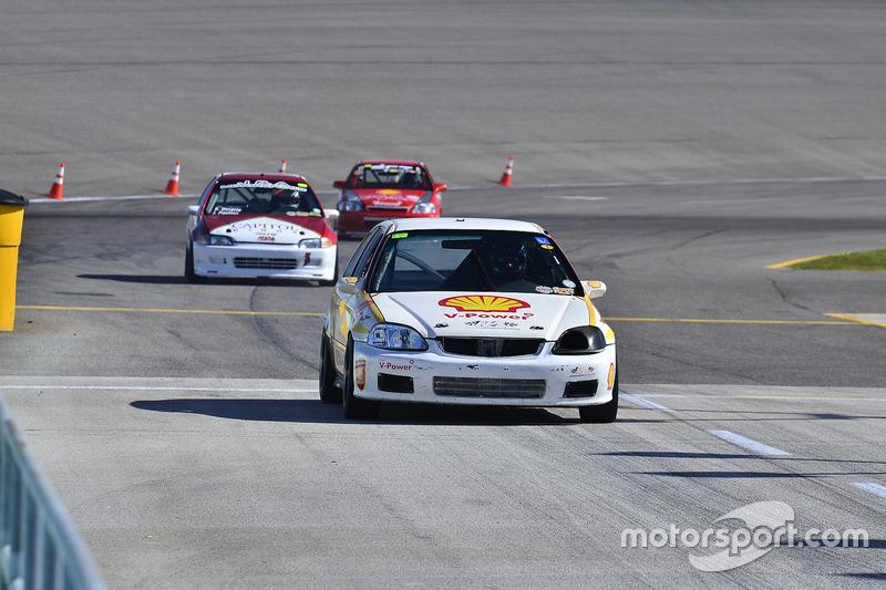 #175 MP3B Honda Civic driven by Matt Flick of Scuderia Shell Burbank, #133 MP4C Honda Civic driven by Juan Paulino of J&A Motorsports