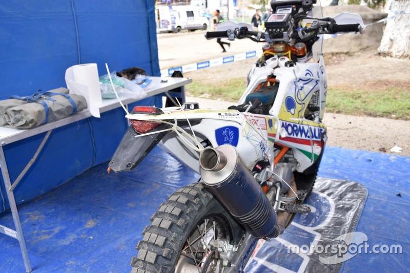 La moto di Livio Metelli in riparazione