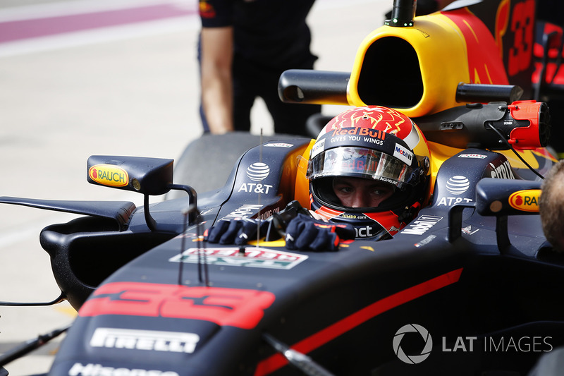 Max Verstappen, Red Bull Racing RB13, en pits