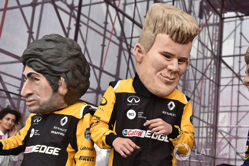 Куклы пилотов Renault Sport F1 Team Карлоса Сайнса и Нико Хюлькенберга