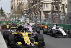 Carlos Sainz Jr., Renault Sport F1 Team R.S. 18 and Lance Stroll, Williams FW41 at the start of the race