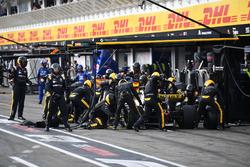 Nico Hulkenberg, Renault Sport F1 Team R.S. 18, s'arrête aux stands