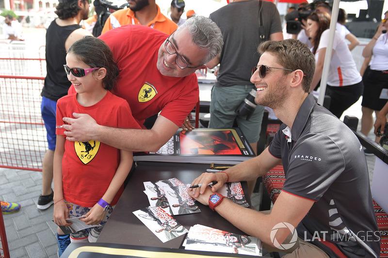 Romain Grosjean, Haas F1 fans photo