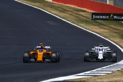 Fernando Alonso, McLaren MCL33 sparks ands with Lance Stroll, Williams FW41