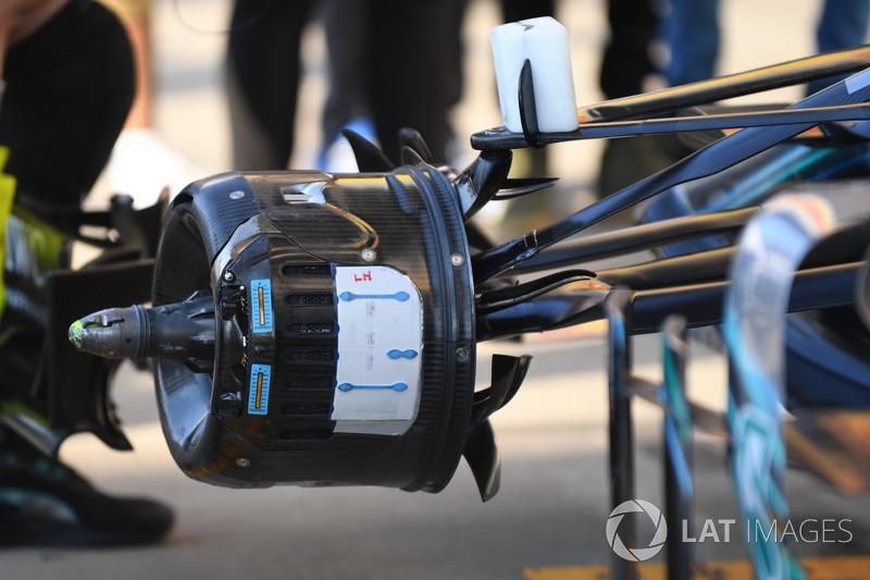 Mercedes-AMG F1 W09 front wheel hub