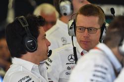 Toto Wolff, directeur de Mercedes F1 et Andy Cowell, directeur général, Mercedes AMG High Performance Powertrains