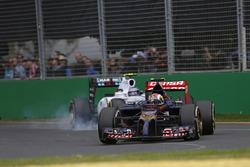 Daniil Kvyat, Toro Rosso STR9, precede Valterri Bottas, Williams FW36