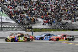 Kyle Busch, Joe Gibbs Racing Toyota, Aric Almirola, Richard Petty Motorsports Ford, Jamie McMurray, Chip Ganassi, McDonald's Chevrolet SS