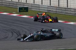 Lewis Hamilton, Mercedes AMG F1 W09, leads Daniel Ricciardo, Red Bull Racing RB14 Tag Heuer