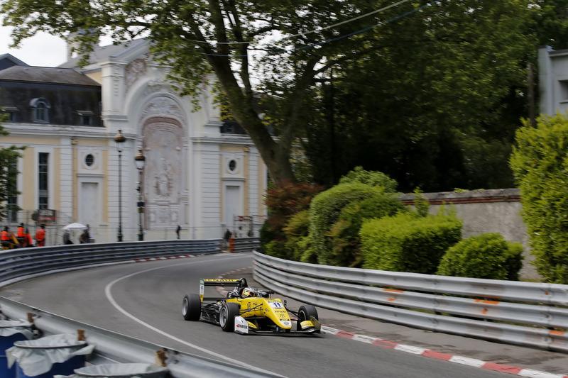 Саша Фенестраз, Carlin, Dallara F317 Volkswagen