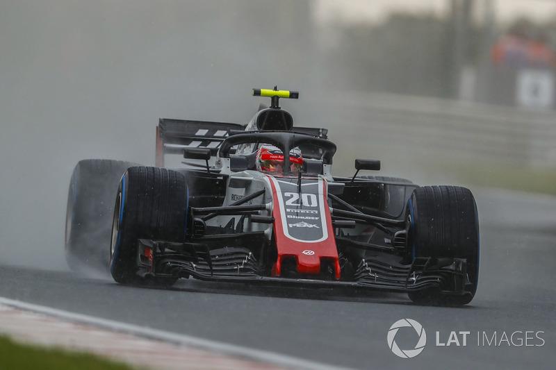 9: Kevin Magnussen, Haas F1 Team VF-18, 1'39.858