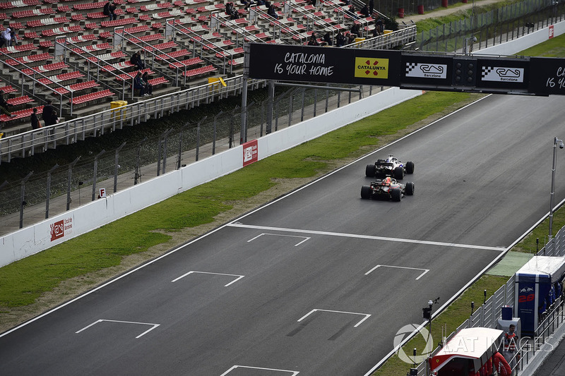 Пьер Гасли, Scuderia Toro Rosso STR13, и Макс Ферстаппен, Red Bull Racing RB14