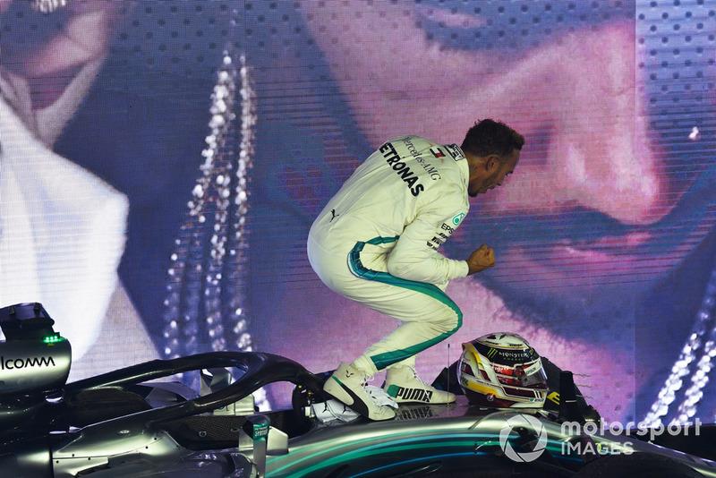 Ganador de la carrera Lewis Hamilton, Mercedes-AMG F1 W09 EQ Power+ celebra