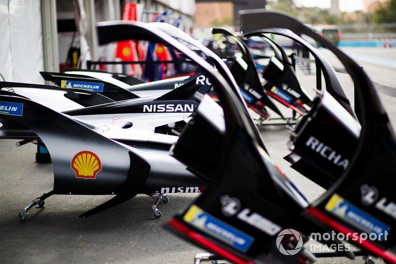 Nissan e.Dams carrocería en la calle de boxes